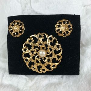 Avon Flower blossom earrings & brooch set
